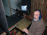 Jäger Waldemar schießt seine Waffe ein