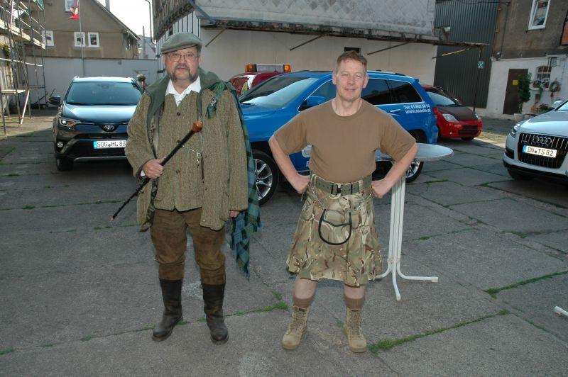 zwei-schottische-clanmitglieder