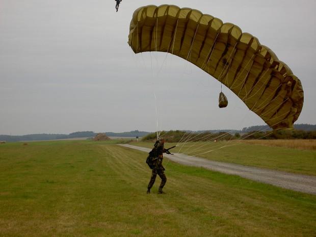 landung-mit-dem-flaechenfallschirm