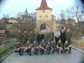 Gruppenbild vor dem Tor in Stribro