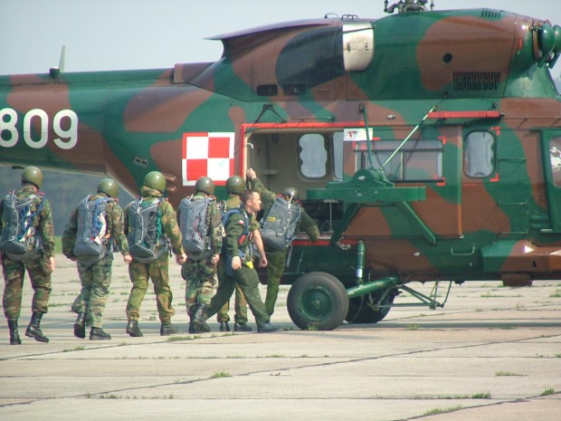 bording-at-military-helicopter