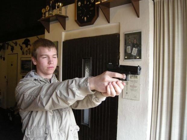 zieluebungen-mit-der-pistole-glock-17