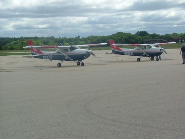 cap-flugzeuge-stehen-bereit