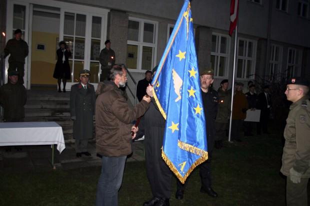 uebergabe-der-emfv-fahne