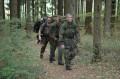 Marsch durch den Wald
