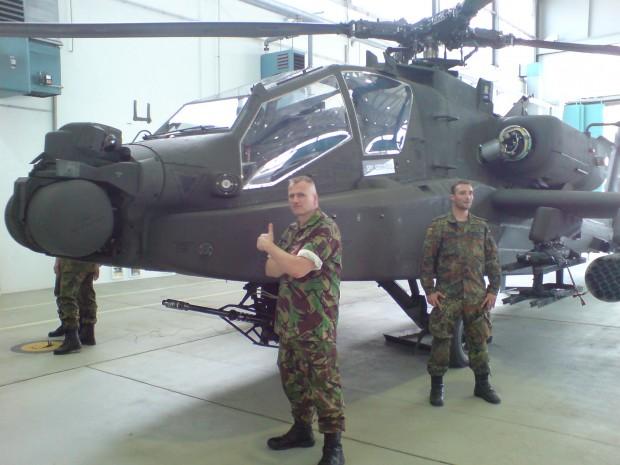 besichtigung-des-apache-helicopters
