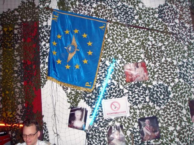 unser-emfv-fahne-zeigt-flagge