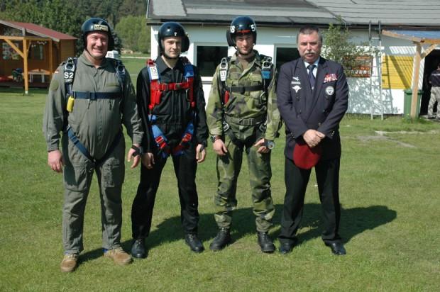 die-erste-grunggruppe-mit-colonel-gajdos