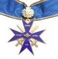 La Croix de Commandeur Avec Feuilles de Chéne