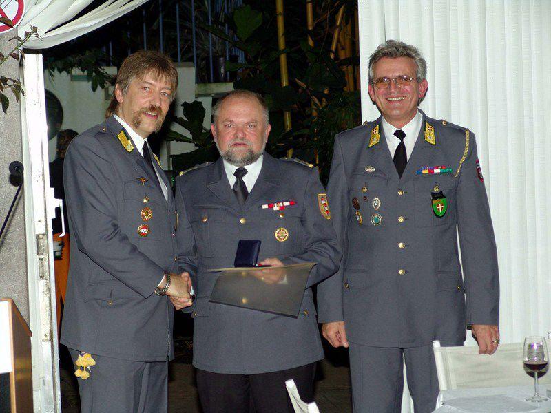 ordenverleihung-an-den-abnoe-vorsitzenden