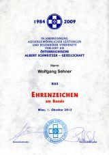 Das Albert Schweitzer Ehrenabzeichen am Bande