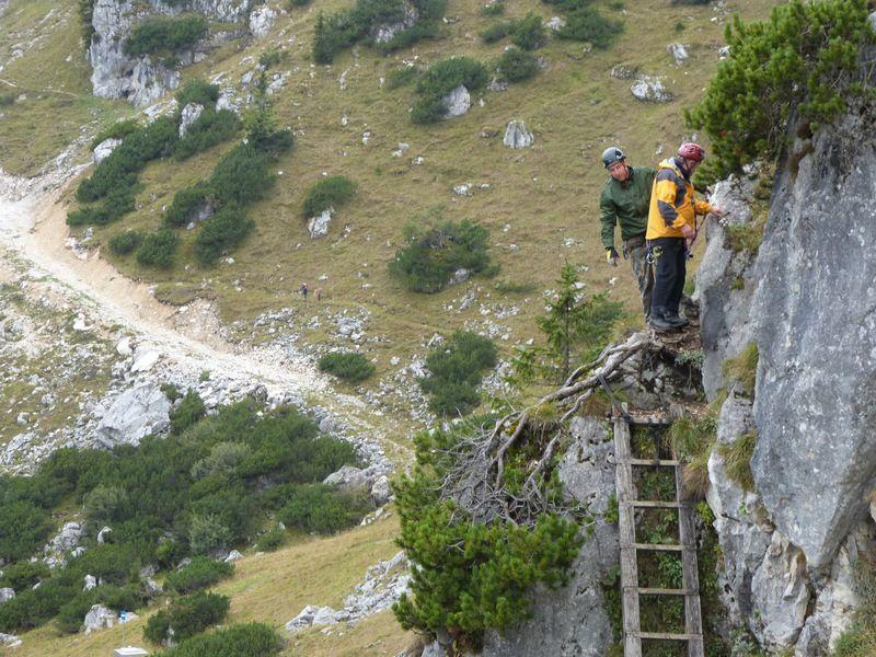 toni-und-reinhold-holt-die-klettergruppe-ab