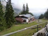 Die idyllisch gelegene Mitteralm auf 1200 m