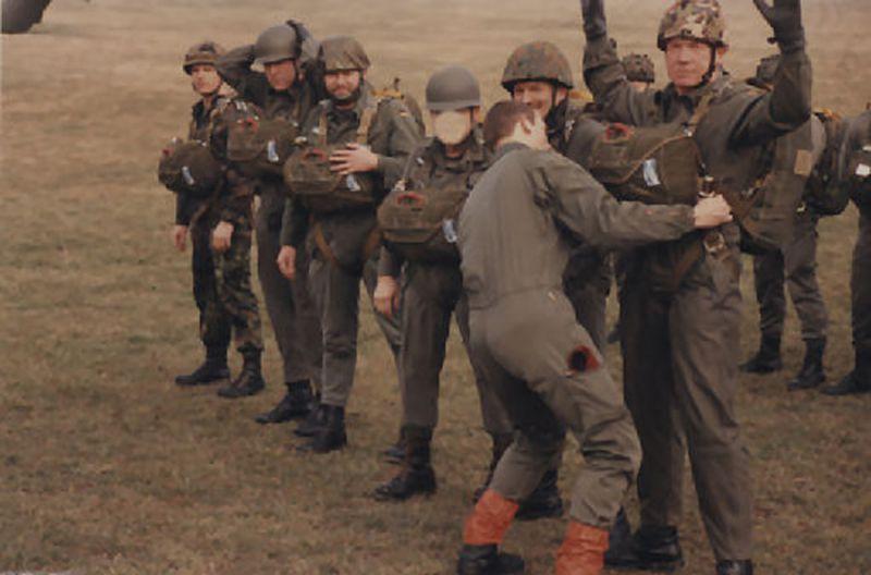 springen-beim-13-regiment-de-dragons-parachutiste