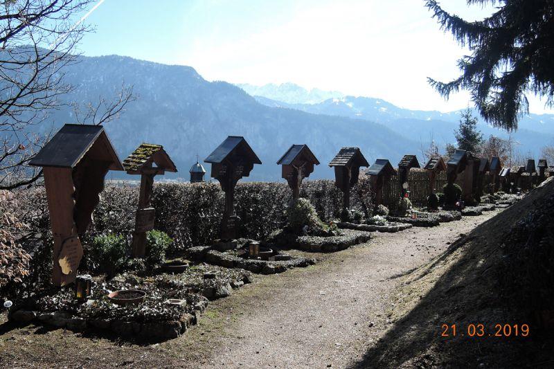 der-idyllische-bergfriedhof-in-kiefersfelden