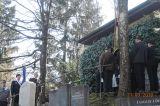 Vor dem Mausoleum des Bergfriedhofs Kiefersfelden
