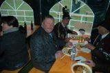 Gemeinsames Mittagessen im Zelt
